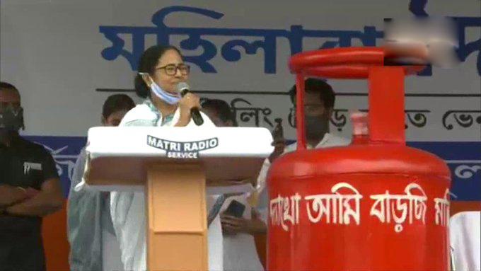 ममता ने हेमंत सोरेन से तृणमूल कांग्रेस के लिए प्रचार करने का अनुरोध किया