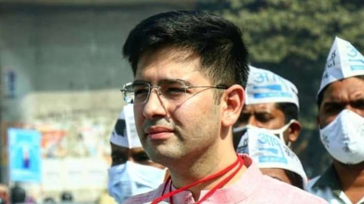 दिल्ली: राघव चड्ढा ने गंगाराम अस्पताल में टीकाकरण का निरीक्षण किया
