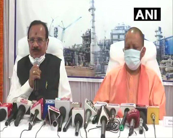मुख्यमंत्री योगी और  उर्वरक मंत्री  गौड़ा ने गोरखपुर  निर्माणाधीन उर्वरक कारखाने का दौरा