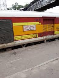 केरल में मालाबार एक्सप्रेस के पार्सल डिब्बे में आग, कोई हताहत नहीं