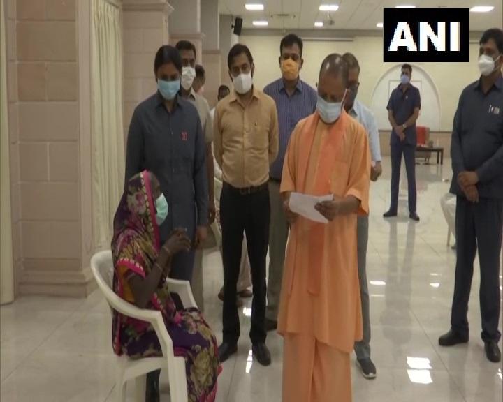 उत्तर प्रदेश के मुख्यमंत्री योगी आदित्यनाथ ने आज 5 कालीदास आवास पर 'जनता दर्शन'