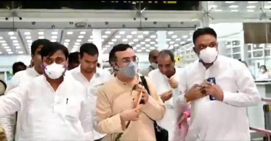 कांग्रेस विधायकों से रायशुमारी के लिए जयपुर पहुंचे माकन