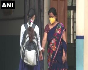 गोरखपुर:आज से कक्षा 9वीं-12वीं तक के छात्रों के लिए स्कूल खुल गए हैं