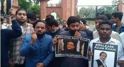आजम खान की रिहाई के लिए एएमयू में मार्च