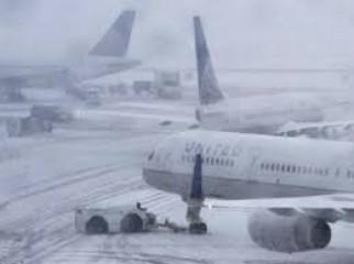 बर्फबरी के कारण कश्मीर में विमान सेवाएं प्रभावित