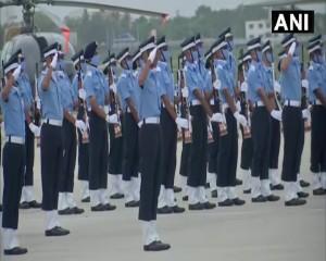 तेलंगाना हैदराबाद के डुंडीगल में वायुसेना अकादमी में कंबाइंड ग्रेजुएशन परेड चल रही है।