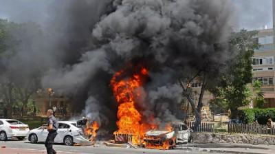 इजराइल ने गाजा में हवाई हमलों में इमारतों, सड़कों को बनाया निशाना