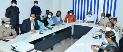 कर्नाटक के मुख्यमंत्री ने बाढ़ प्रभावित जिलों का हवाई सर्वेक्षण किया