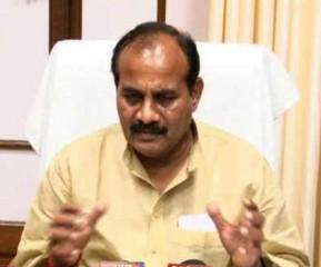 मऊ में सेना के जवान को मंत्री ने श्रद्धांजलि दी, पत्नी को सौंपा 50 लाख रुपये का चेक