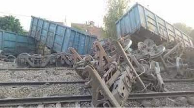 कानपुर के पास खाली मालगाड़ी के 24 डिब्बे पलटे, दिल्ली-हावड़ा रेल मार्ग पर यातायात प्रभावित