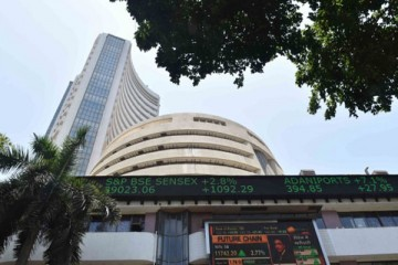 वैश्विक बाजारों की मंदी से सेंसेक्स 470 अंक टूटा, निफ्टी 14,300 अंक से नीचे