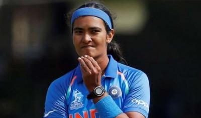 अनुभवी तेज गेंदबाज शिखा पांडे भारतीय टीम से बाहर