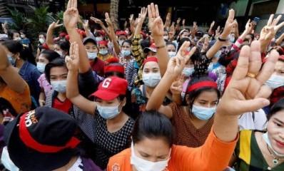 म्यांमा में सेना के समर्थन में रैली, तख्तापलट का विरोध करने वालों पर हमला