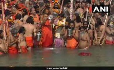 महाकुंभ में मेष संक्रांति, बैसाखी के मुख्य शाही स्नान में लाखों श्रद्धालुओं ने लगाई डुबकी