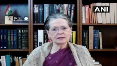 आज बिहार में सत्ता और उसके अहंकार में डूबी सरकार अपने रास्ते से अलग हट गई :सोनिया गांधी