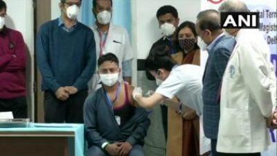 दिल्ली में 4,300 से अधिक कमिर्यो को लगाया गया कोविड-19 टीका