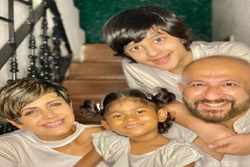 अभिनेत्री मंदिरा बेदी और उनके निर्देशक पति राज कौशल ने चार साल की बच्ची को गोद लिया