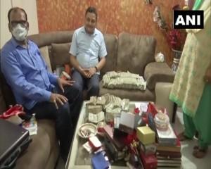 पटना के कांकरबाग क्षेत्र में DTO के घर तलाशी के दौरान करीब 50 लाख रुपये नकद