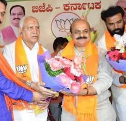 बसवराज बोम्मई : कभी येदियुरप्पा की 'परछाई' थे, अब लेंगे उनकी जगह