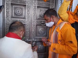 खोले गए गंगोत्री धाम के कपाट, प्रधानमंत्री मोदी के नाम से की गई पहली पूजा
