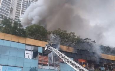 मुंबई के मॉल में आग: निकटवर्ती इमारत से 3,500 लोगों को बाहर निकाला गया