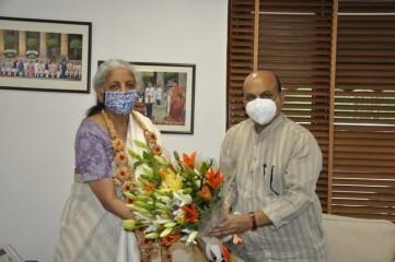 कर्नाटक के मुख्यमंत्री बसवराज बोम्मई ने केंद्रीय वित्त मंत्री निर्मला सीतारमण से मुलाकात की।