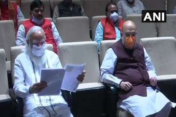 प्रधानमंत्री ने भाजपा सांसदों से विपक्षी दलों की पोल खोलने कहा, विपक्ष पेगासस मामले की जांच पर अड़ा