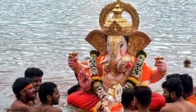 मुंबई में गणपति उत्सव के पांचवें दिन 66,000 से अधिक प्रतिमाओं का विसर्जन
