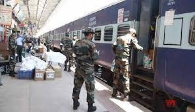 रेलवे स्टेशन में सामान रखने के दौरान विस्फोट, सीआरपीएफ के चार जवान घायल