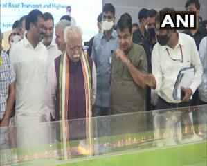 मुख्यमंत्री खट्टर और केंद्रीय सड़क परिवहन एवं राजमार्ग मंत्री नितिन गडकरी ने दिल्ली-मुंबई एक्सप्रेस वे की प्रगति का जायज़ा
