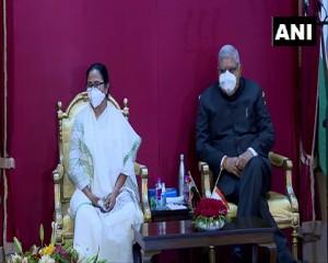 पश्चिम बंगाल: राज्यपाल ने ममता कैबिनेट के 43 मंत्रियों को दिलाई शपथ, मंत्रिमंडल में आठ महिलाएं शामिल