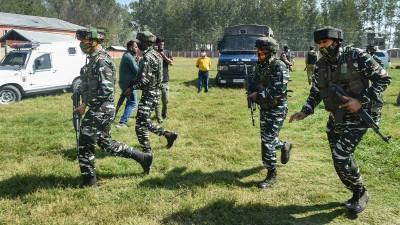 जम्मू-कश्मर के पुंछ जिले में आतंकवादियों के साथ मुठभेड़ में दो सैन्यकर्मी शहीद