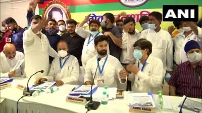 लोक जनशक्ति पार्टी के नेता चिराग पासवान ने पार्टी के अन्य नेताओं के साथ दिल्ली में मीटिंग की।