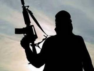कश्मीर में मुठभेड़ में तीन आतंकवादी मारे गए, एक ने किया आत्मसमर्पण