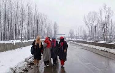 कश्मीर में ठंड का प्रकोप जारी, न्यूनतम तापमान जमाव बिंदु से नीचे