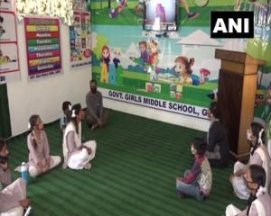 जम्मू-कश्मीर: उधमपुर के घोर्दी में सरकारी स्कूल के सहायक शिक्षकों ने स्मार्ट क्लासरूम शुरू