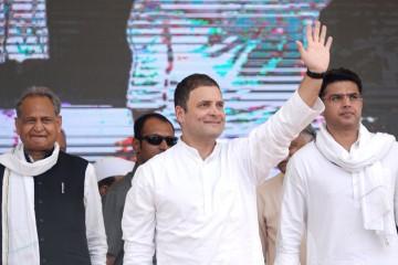 गहलोत समेत कई नेताओं ने राहुल से किया अध्यक्ष बनने का आग्रह