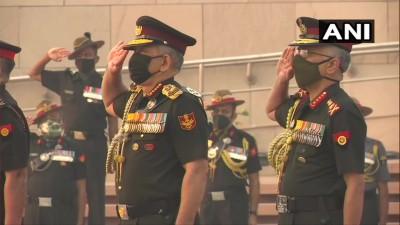 CDS जनरल बिपिन रावत, सेना प्रमुख जनरल मनोज मुकुंद नरवाने ने राष्ट्रीय युद्ध स्मारक पर अर्पित की श्रद्धांजलि