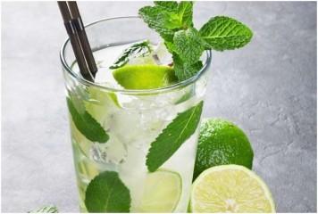 खाली पेट रोजाना सुबह एक गिलास गुनगुने पानी में डालकर पिएं नींबू, होंगे कई फायदे