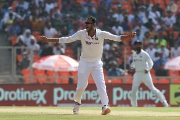 भारत ने इंग्लैंड को 112 रन पर ढेर किया