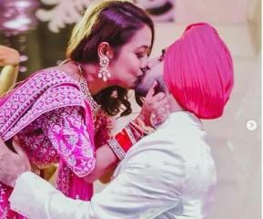 नेहा कक्कड़  ने रोहनप्रीत के साथ शेयर की अब तक की सबसे रोमांटिक फोटो, किस करते दिखे दोनों
