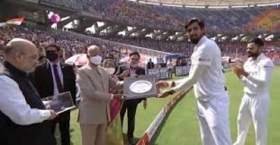 इशांत को 100वें टेस्ट की उपलब्धि मैच में राष्ट्रपति और गृहमंत्री ने सम्मानित किया
