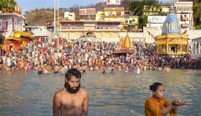 महाकुंभ में मेष संक्रांति, बैसाखी के मुख्य शाही स्नान में लाखों ने लगाई डुबकी