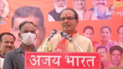 राहुल गांधी कांग्रेस में कुछ नहीं है लेकिन मुख्यमंत्री को हटाने का फ़ैसला लेते हैं।  शिवराज सिंह चौहान