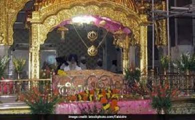 स्वर्ण मंदिर में गुरु ग्रंथ साहिब का प्रकाश पर्व मनाया गया