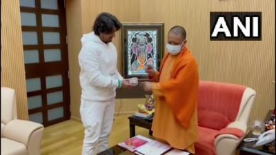 लखनऊ में गायक सोनू निगम ने उत्तर प्रदेश के मुख्यमंत्री योगी आदित्यनाथ से उनके आवास पर मुलाकात