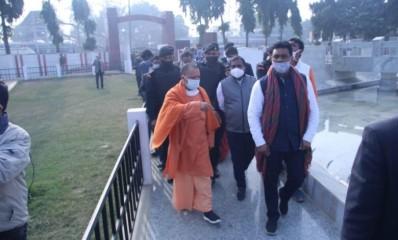 मुख्यमंत्री ने चौरी-चौरा शहीद स्मारक का निरीक्षण किया