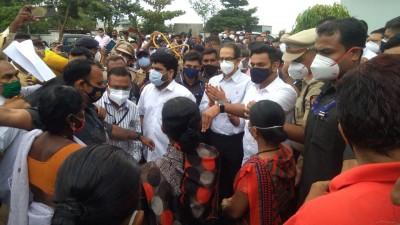 मुख्यमंत्री उद्धव ठाकरे ने कोल्हापुर में बाढ़ प्रभावित नृसिंहवाड़ी और शिरोल का जायज़ा