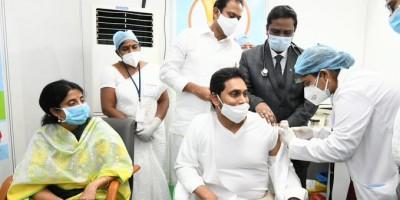 आंध्र प्रदेश के मुख्यमंत्री ने लगवाया कोविड-19 रोधी टीका