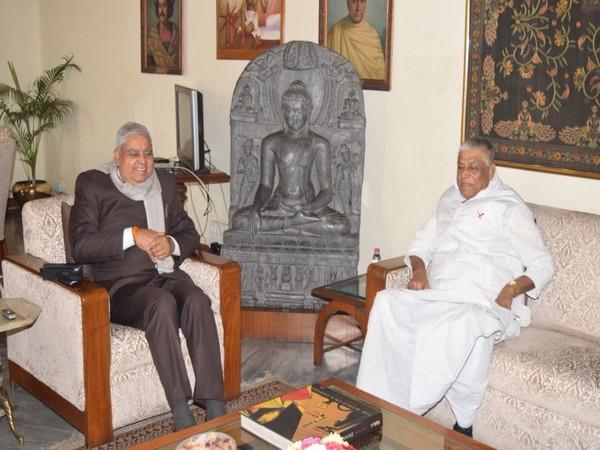 बंगाल चुनाव: कांग्रेस ने सेवानिवृत ओएसडी द्वारा नियुक्त लोगों को हटाने की मांग की